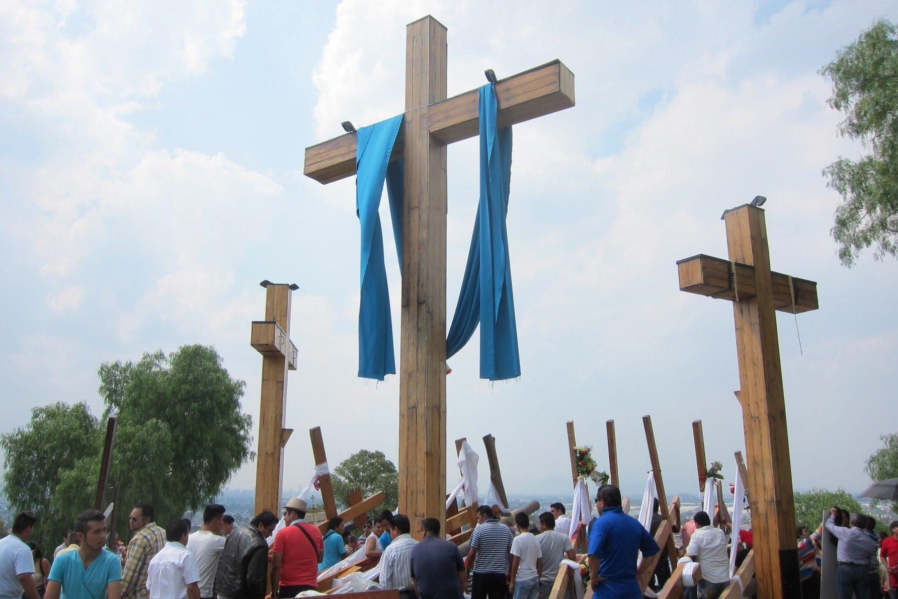 Cross bearing ceremony in Iztapalapa. Again.